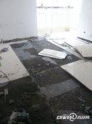 瓷砖翘起水管漏水 装修游击队太坑爹(图)